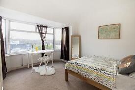 5 bedrooms in Alperton 11, UB6 8DH, London, United Kingdom