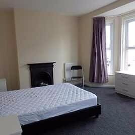Good size double room to let in Birmingham, NO DEPOSIT OPTION AVAILABLE, £70pw all bills included.