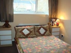 Double room in a family house to share