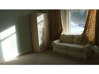 Lovely large double room £100pw or £120 for a couple all bills included + Internet! short term let!