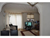 Nice Spacious 3 bedroom Garden flat with wifi in Nice Flat Near Shops and Station. Short Let only.