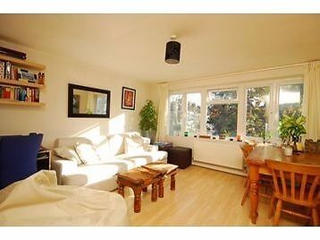 Stunning 1 bed flat with excellent transport links to Central London. Ideally located in Streatham.