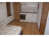 Newly refurbished studio flat with open plan kitchen near Vauxhall/Oval tube includ gas and Wi-Fi.