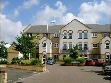Well presented 1 bedroom apartment in popular Beckton with good transport links into central London
