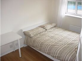 Double room in Gay Flat Share - 5 mins from Forest Hill Station