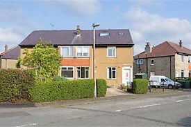 2 Bed Maindoor Flat with 1 Public Room front and back garden