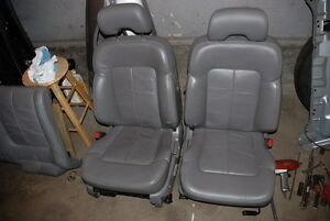 Leather front and back seats(1999 Acura CL - Grey)