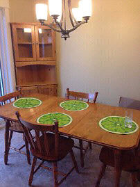 Kitchen table 4 chairs 2 leafs