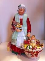 LIMITED EDITION ROYAL DOULTON MRS CLAUS SIGNED WITH COA