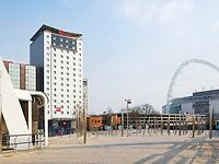 Hotel walking distance Wembley Joshua -Klitschko Shops and boxing 28-30th April Weekend in London