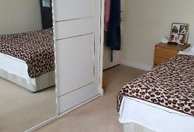 Amazing king size room to rent in Queensbury / Camera king size in Queensbury