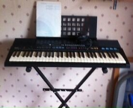 Yamaha PSR-310 Electric Keyboard with stand
