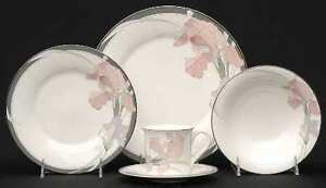 Noritake Cafe du Soir Place Settings and Serving Ware