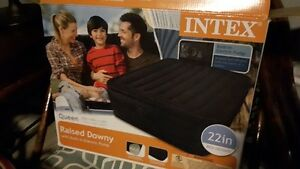 Intex Raised Downey Queen Inflable Bed with pump New in Box