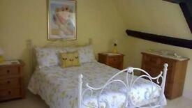 Spacious Double Room for Monday to Friday Living in Beautiful House in Wiltshire Village.