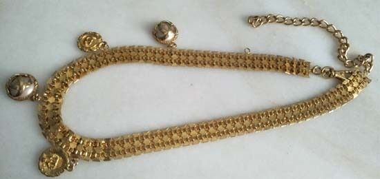 Pearl and golden locket belt