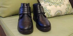 Bottes courtes de couleur noire pour femmes