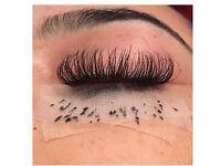 Semi permanent eye lashes