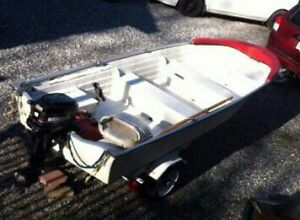 14' fiberglass fishing boat 2005 Mercury 25HP