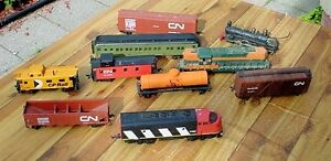 Antique Bachmann HO toy railway cars & engines