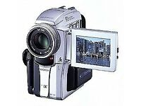 SONY HANDYCAM DCR PC110E .NEW AND IN ORIGINAL BOX.GREAT PRESENT,WITH CASE.NEVER BEEN USED OR CHARGED