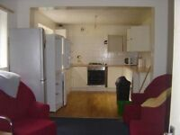 5 bed,prof,student in popular area,close to transport,Hospital easy access to Uni ,HALF SUMMER RENT