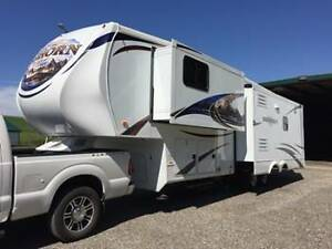 Beautiful 2011 Bighorn 5th wheel for sale!