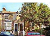 Charming 2 bed, victorian conversion, raised ground floor flat. Private landlord