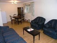 READY TO MOVE IN!!! Fantastic 1 Double Bedroom Flat a Short Walk To Wimbledon Station With Parking