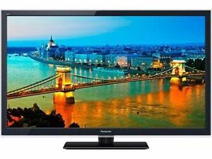 "PANASONIC VIERA 47"" LED 3D SMART TV *NEW IN BOX WITH WALL MOUNT*"