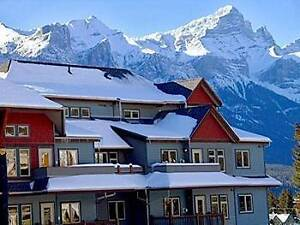 Canmore 3 Br. Condo - Outdoor Pool/3 Hot Tubs!Walk to Town!