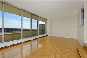 Apartment for rent in Toronto 3 BR 2 WR $1,950