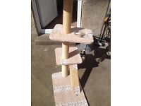 cat scratching post good condition only £12.00