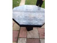large exstenble dinning table good condition only £20.00