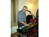 ITALIAN ORGANIST AND CROONER SEEKS FOR LOCAL BAND