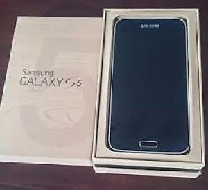Samsung S5, Black, like new with box unlocked   CALL   647-875-7109