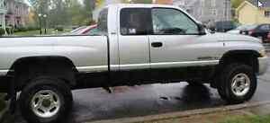 2001 Dodge Power Ram 2500 quad-cab Pickup Truck