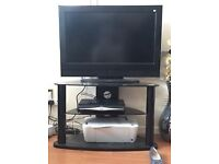 SKY PLUS HD BOX WITH LCD TV .REMOTE & ALL LEADS ALL WORKING