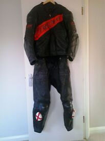 Dainese 'Techno' 2 Piece (Zip -Together) Leathers ; Size Jkt 56 (44 chest) Trsrs 54 (32/34 wst)