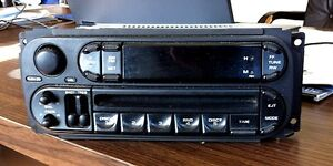 DODGE / CHRYSLER AM/FM/CD RADIO PLAYER 2004 TO 2007
