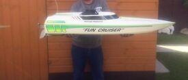 United States 4 Foot Fun Cruiser Petrol Speed Boat With Futaba Radio Control Gear Only £150