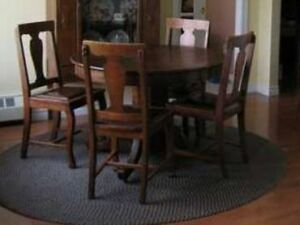 Beautiful, Antique oak table and 4 chairs