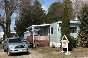 CLINTON - 2 BEDROOM - FOR SALE - GREAT LOCATION.