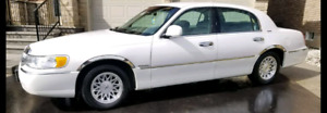 1998 Lincoln Town Car Signature Series * Immaculate Condition *