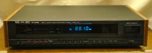 SAE TWO T-14 QUARTZ STEREO SYNTHESIZED TUNER