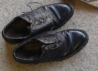 Size 7 Golf Shoes Footjoy Classics (Leather)Black . excellent condition..need spikes