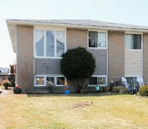 House for rent in Sarnia - Spacious semi-detached family home