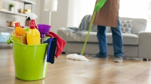 HOUSE  DEEP CLEANING BY MEN