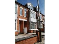 Studio Flat in Glenfield Road, Leicester, LE3