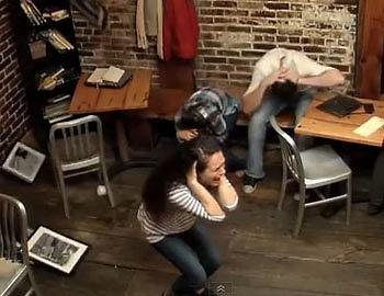 Ihr Schrei lässt nicht nur die Wände erzittern. (Copyright: YouTube/ CarrieNYC)